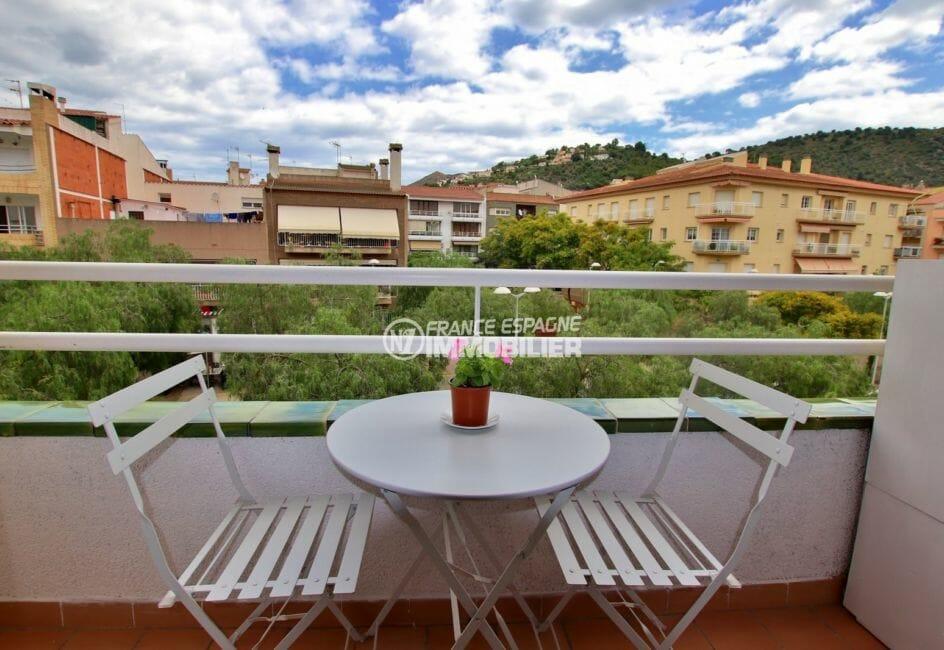appartement a vendre rosas, proche plage, balcon avec jolie vue dégagée