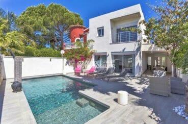 immobilier empuria brava: villa rénovée avec piscine et jacuzzi, proche plage et commerces