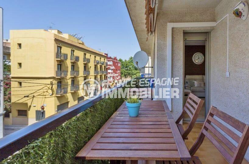 immobilier rosas: appartement 64 m², terrasse avec coin détente accès au salon