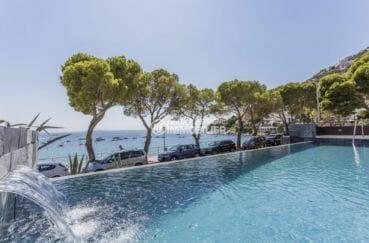 appartement a vendre rosas, parking, vue plongeante sur la piscine vue sur la mer