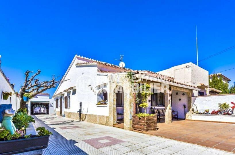 agence immo empuriabrava: villa secteur résidentiel avec garage, proche plage