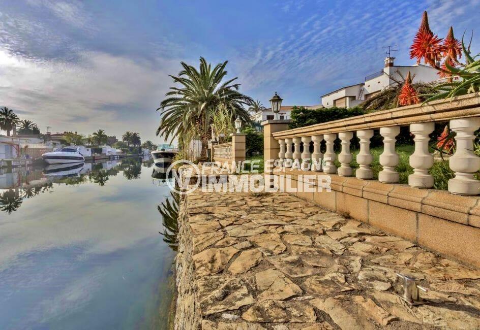 immobilier empuria brava: villa avec amarre sur grand canal, garage, proche plage