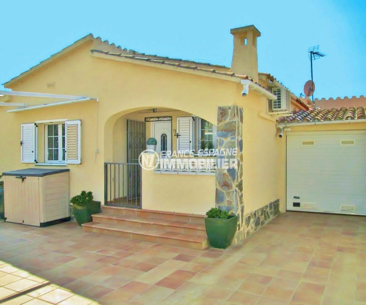 immobilier empuria brava: villa secteur calme avec garage, proche plage