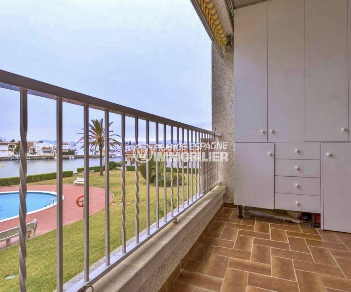 immobilier empuria brava: appartement ref.3925, terrasse avec rangements vue canal