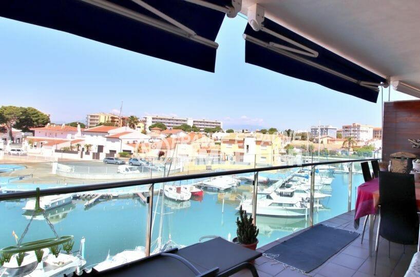 immobilier rosas: appartement standing avec piscine, possibilité garage et amarre