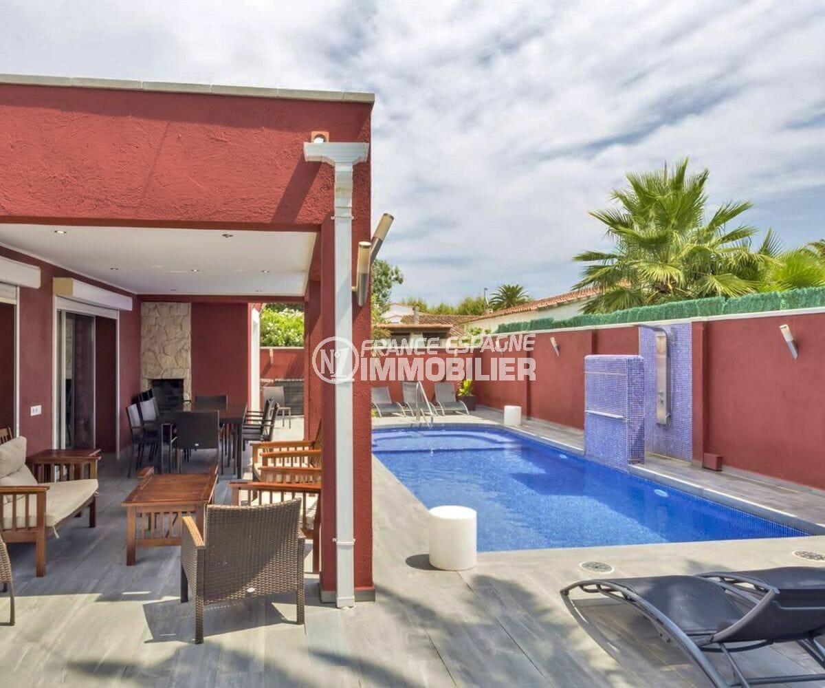 maison a vendre empuria brava, proche plage, terrain de 469 m², piscine et parking cour intérieure
