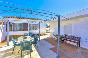 immobilier empuria brava: villa 110 m², terrasse avec coin repas et détente