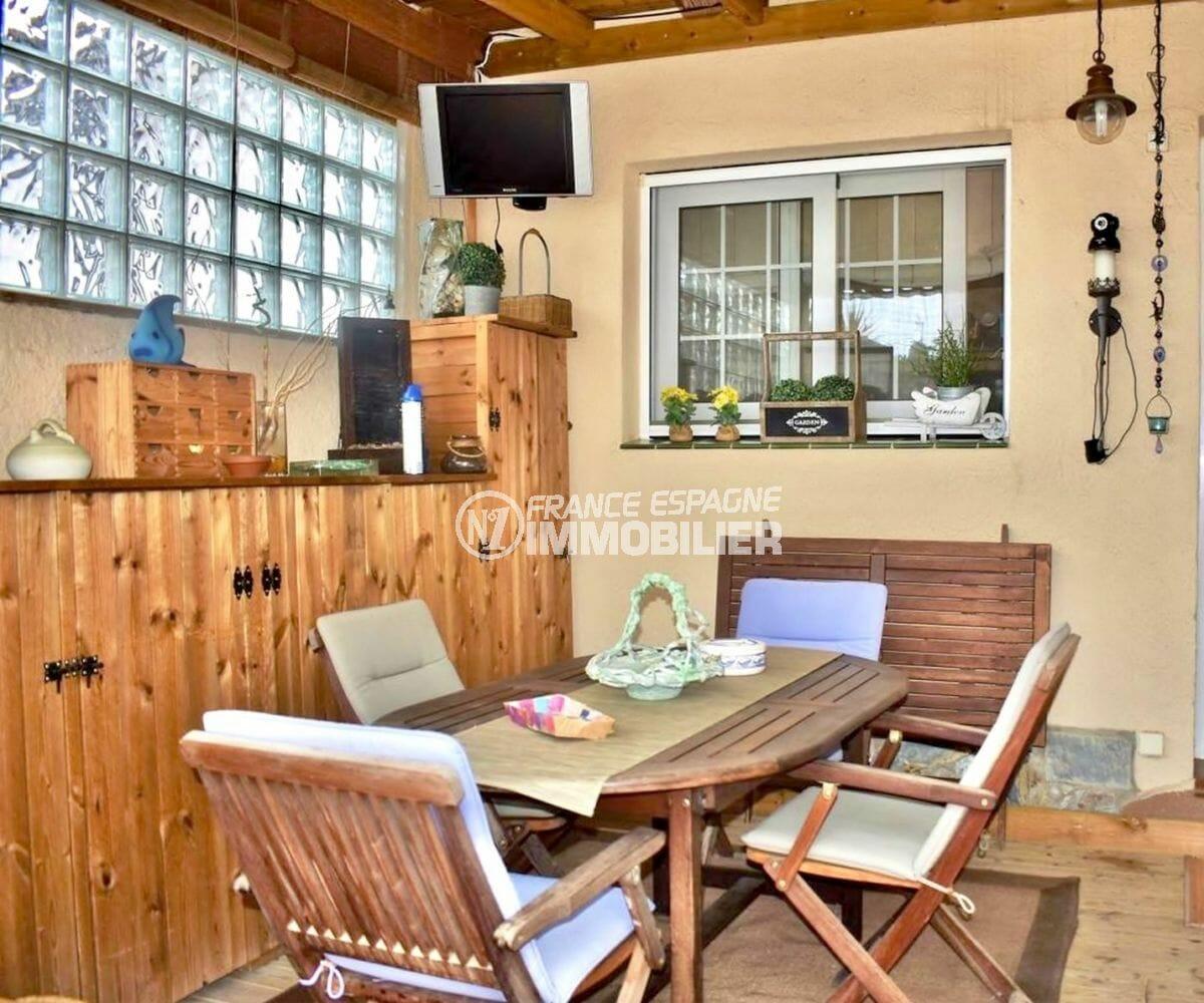 maison a vendre empuriabrava, garage, terrasse couverte avec espace détente et rangements