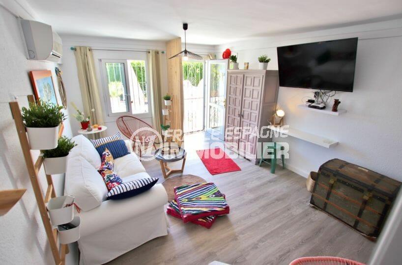 maison a vendre empuriabrava, parking, salon / séjour lumineux avec accès à la terrasse