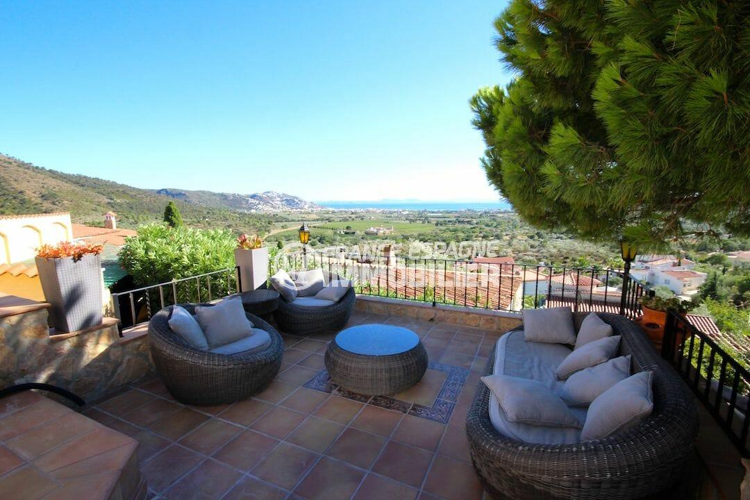 immobilier rosas: villa 216 m², terrasse avec espace détente aménagé vue mer