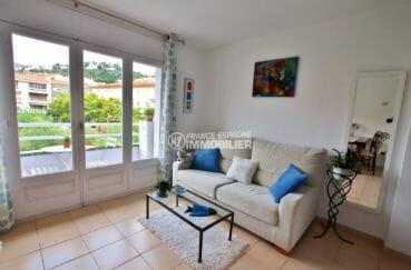 vente appartement rosas, proche port, salon / séjour avec accès au balcon