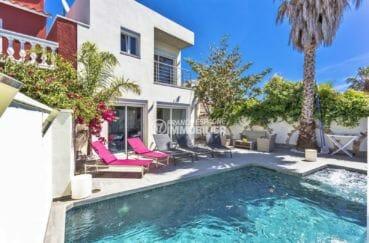 agence immobiliere costa brava: villa 150 m², piscine avec jacuzzi de 8 m x 4 m