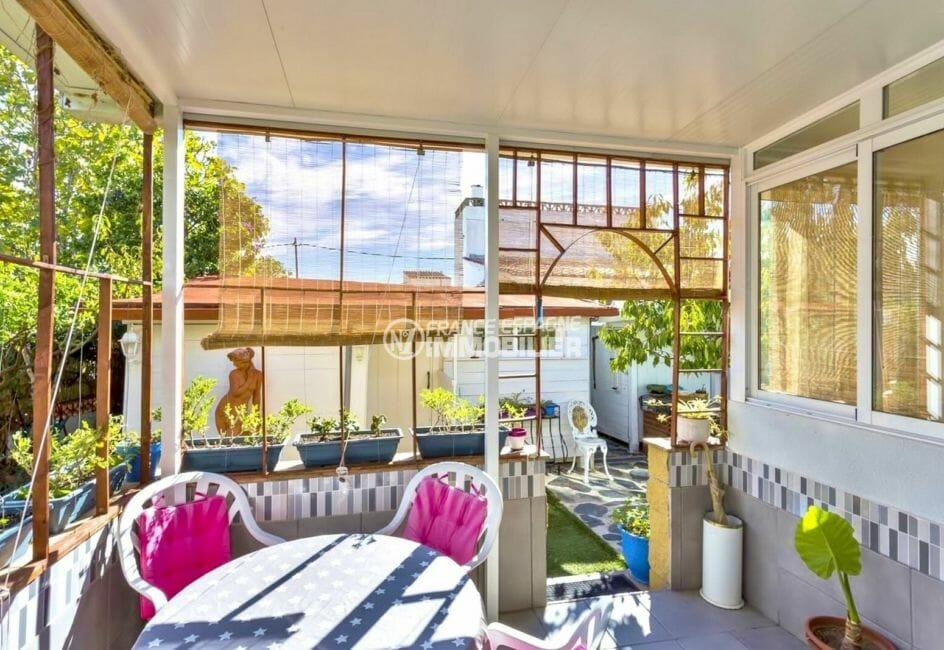 agence immobilière costa brava: villa proche plage, terrasse détente joli extérieur