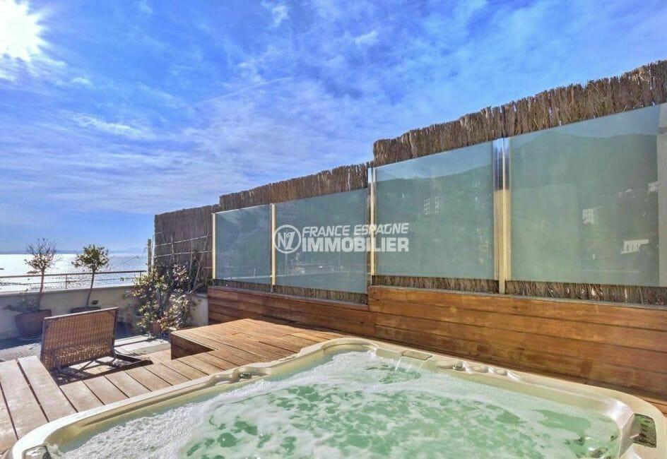 agence immobiliere costa brava: appartement 70 m², aperçu du jacuzzi sur la terrasse solarium