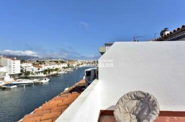 immobilier empuria brava: appartement atico, vue canal depuis la terrasse solarium