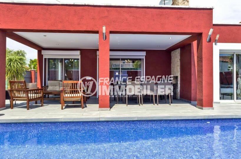 agence immobilière costa brava: villa 149 m², terrasse coin détente et repas avec barbecue
