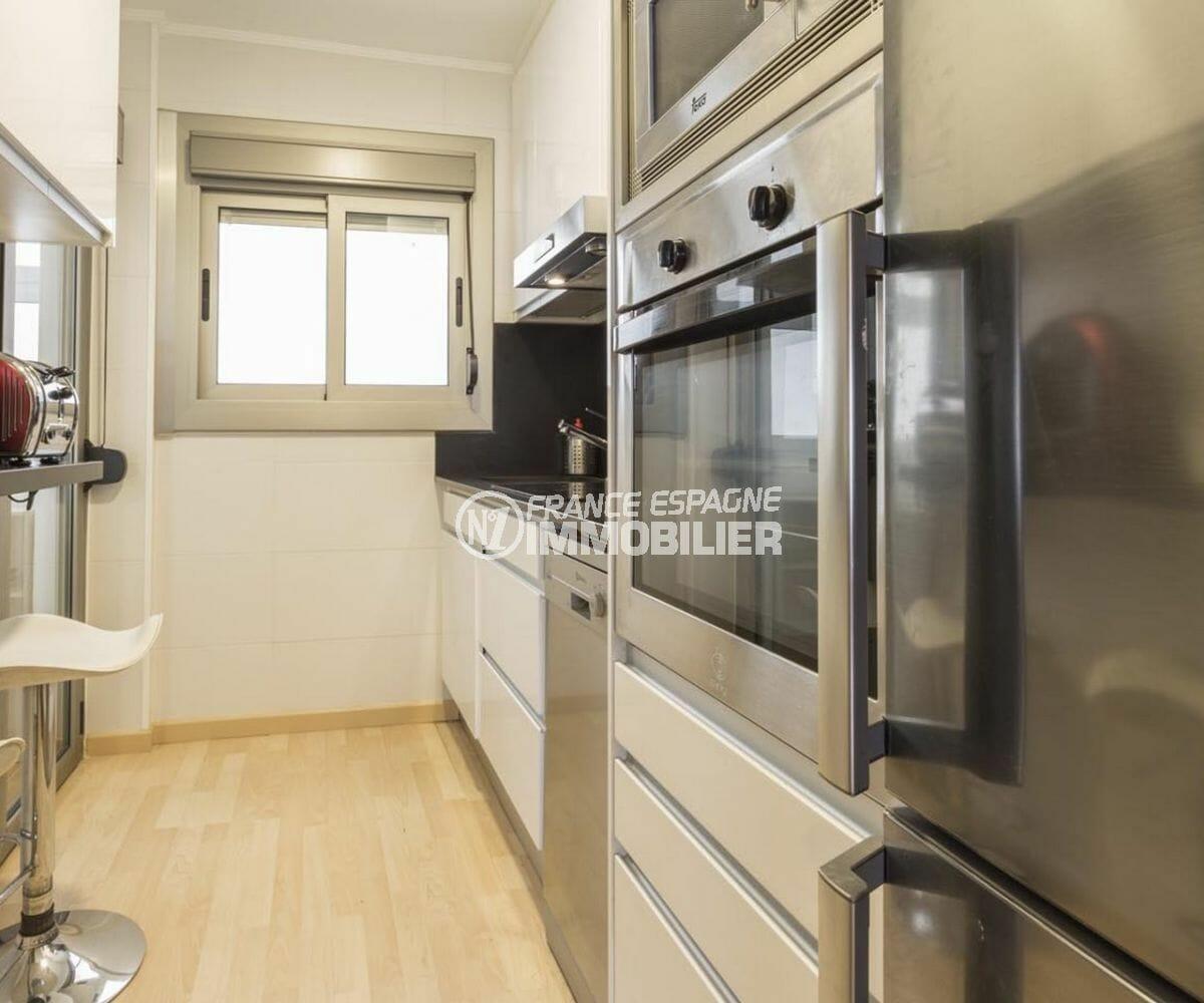immo roses: appartement 64 m², cuisine indépendante équipée et fonctionnelle