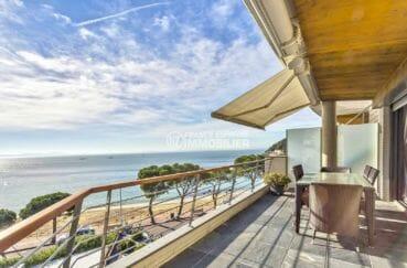 agence immobilière costa brava: appartement atico, terrasse coin repas vue front de mer