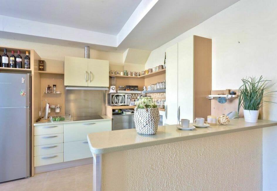agence immobilière costa brava: appartement 72 m² avec cuisine américaine