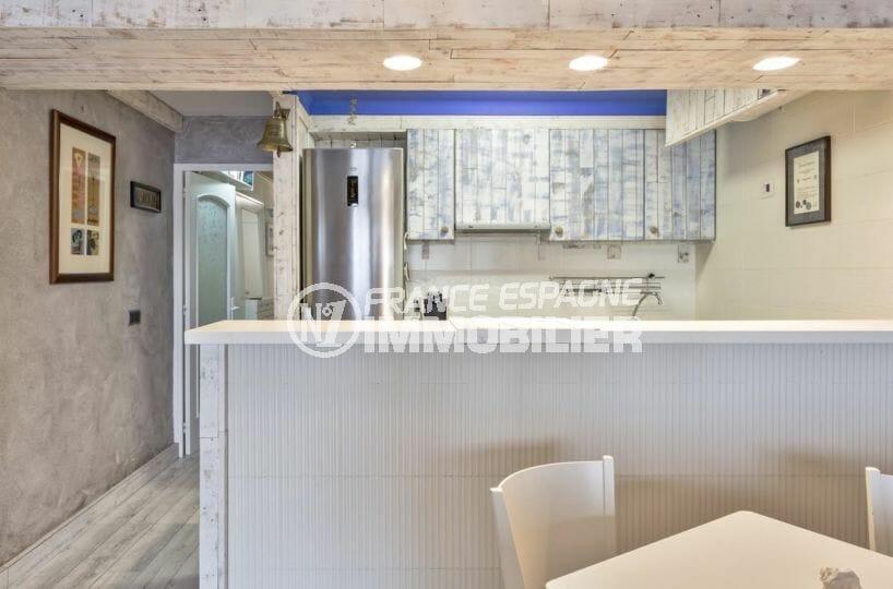 agence immobilière costa brava: appartement 55 m², aperçu de la cuisine américaine