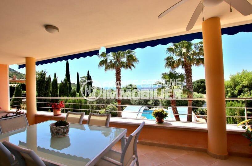 acheter maison costa brava, magnifique terrasse couverte avec avec vue pisicne et mer