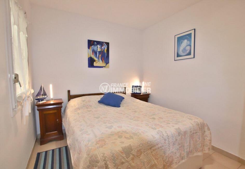 agence immobilière costa brava: appartement proche plage, chambre avec lit double