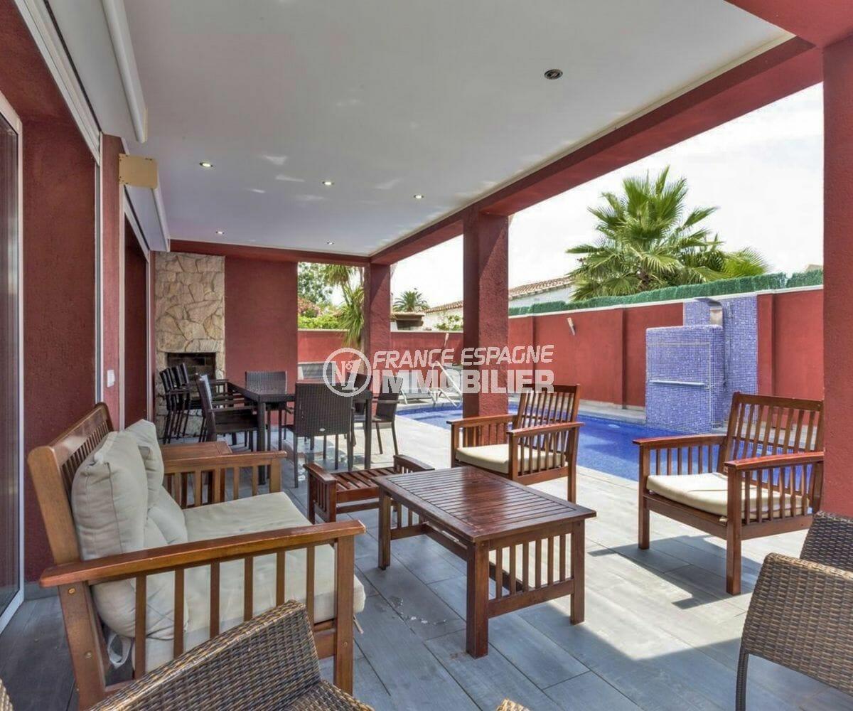 maison à vendre empuriabrava, piscine, coin détente vue sur la piscine et le jacuzzi