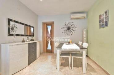 immo empuriabrava: villa garage, aperçu de la porte d'entrée et l'espace repas