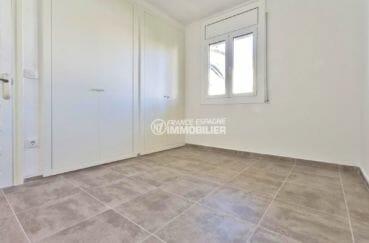 immo empuriabrava: appartement parking, chambre avec des rangements