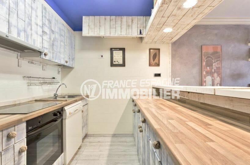 immo empuriabrava: appartement avec cave, cuisine américaine équipée et fonctionnelle