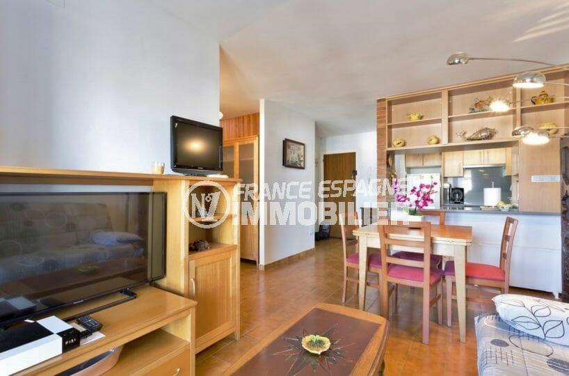 agence immobiliere costa brava: appartement 72 m², salon / séjour + cuisine semi ouverte