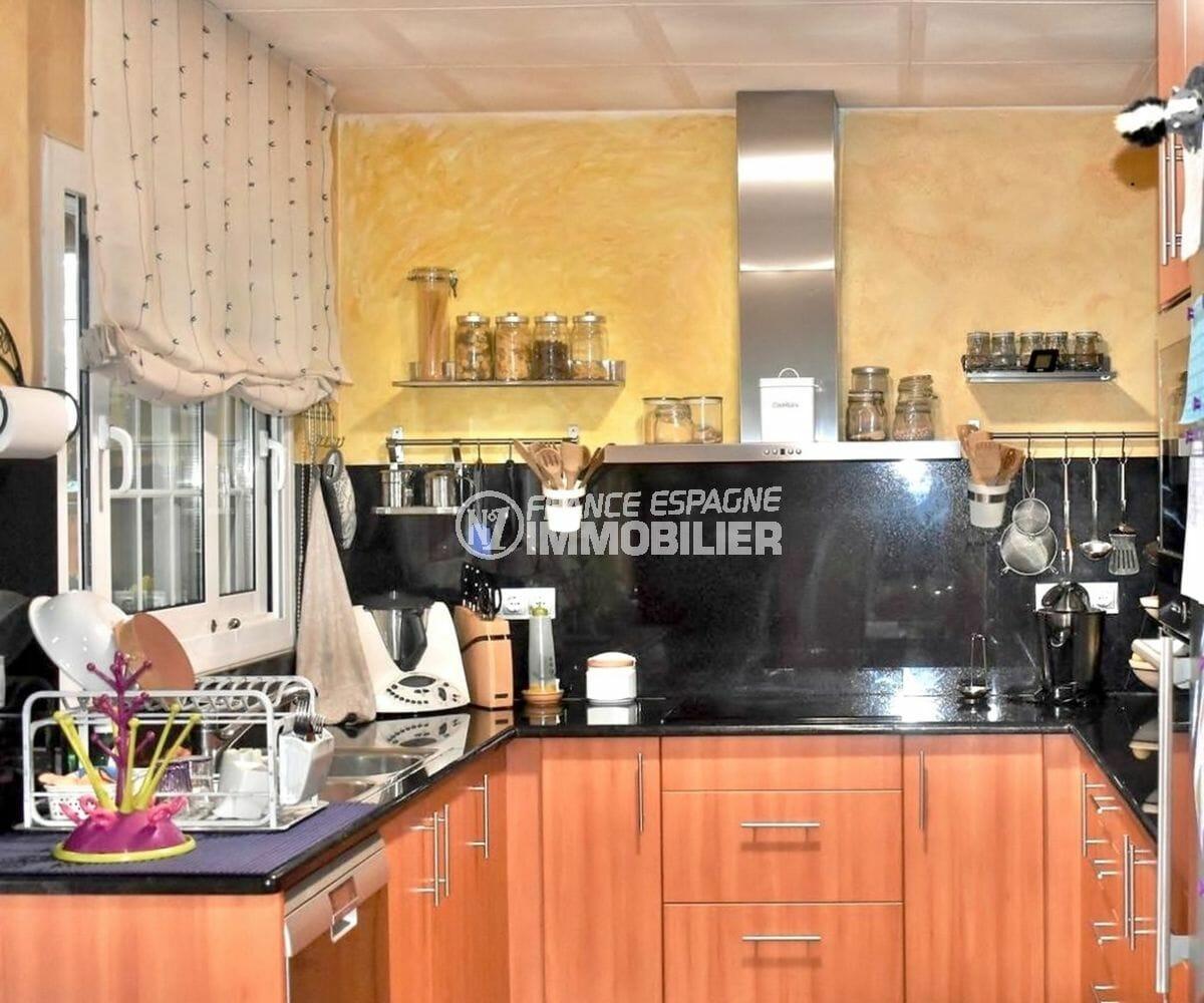 maison à vendre empuriabrava, secteur calme, cuisine indépendante et fonctionnelle