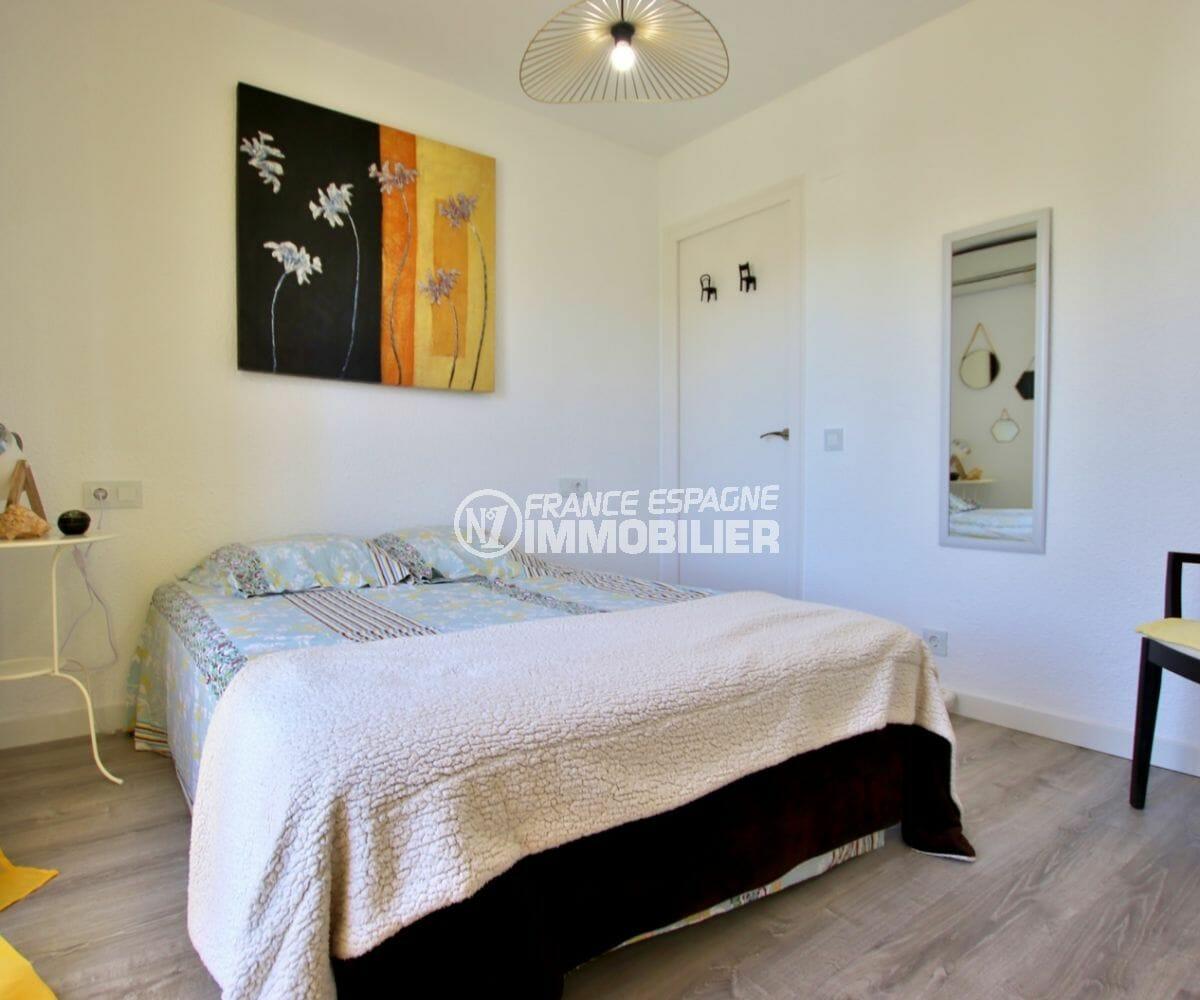 maison à vendre empuriabrava, investissement locatif, première chambre avec lit double