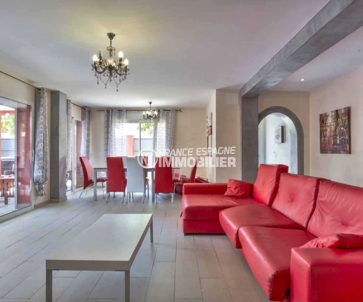 maison a vendre a empuriabrava, parking, salon / séjour lumineux avec accès terrasse