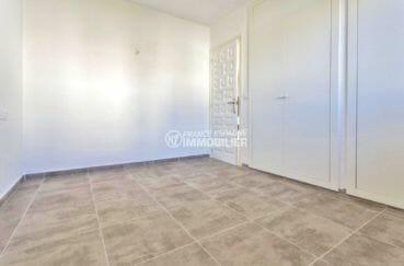 achat appartement empuriabrava, parking privé, chambre avec des placards