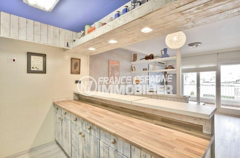 achat appartement empuriabrava, piscine, grand plan de travail de la cuisine, vue terrasse