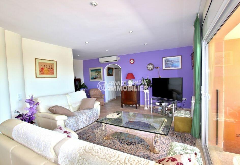 maison a vendre costa brava, 300 m² construit, vaste séjour avec accès terrasse