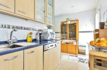 maison a vendre a empuriabrava, possibilité piscine, cuisine avec des rangements
