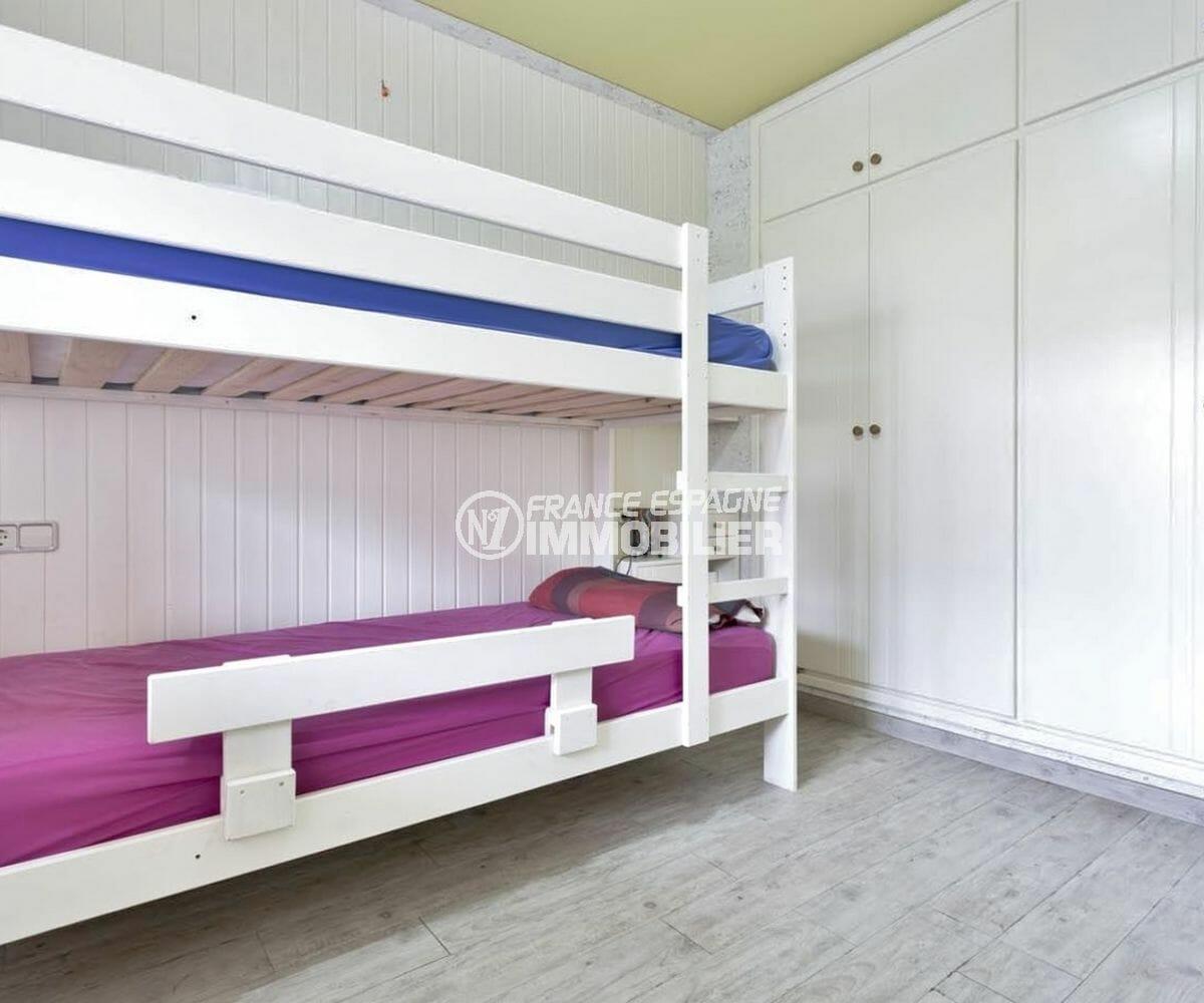 acheter appartement empuriabrava, piscine, chambre avec lits superposés et placards