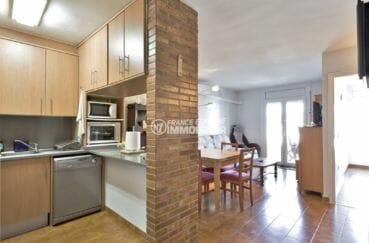 achat appartement empuriabrava, parking, vue sur la cuisine et coin repas, séjour / salon