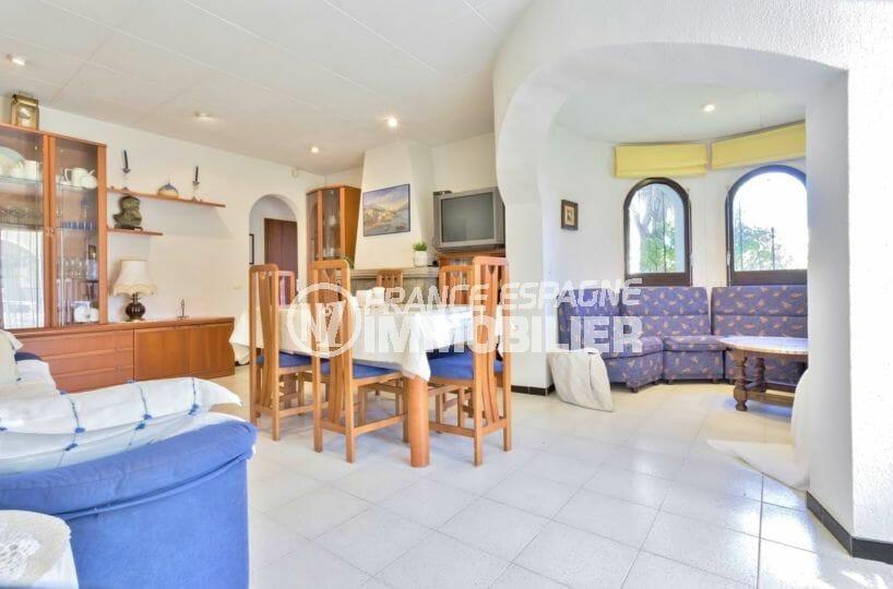 maison a vendre a empuriabrava, proche plage, vue sur l'ensemble, salon / séjour avec coin repas