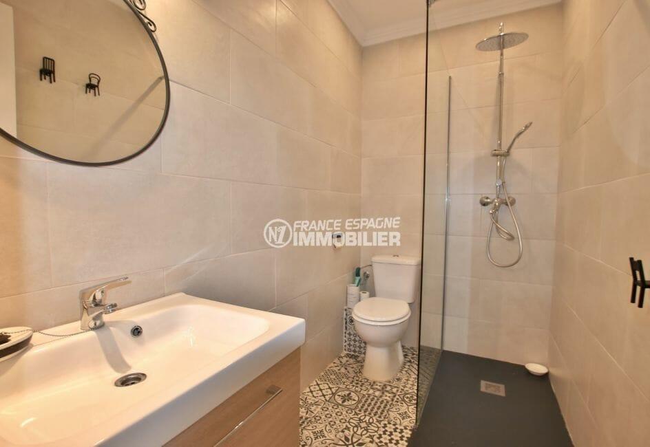 maison a vendre espagne, secteur calme, salle d'eau avec douche à l'italienne, vasque et wc
