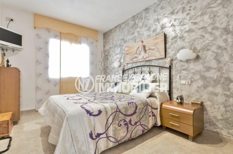 acheter maison empuriabrava, secteur résidentiel, première suite parentale avec lit double