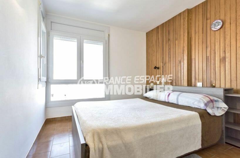 acheter appartement empuriabrava, vue canal, première chambre lumineuse avec lit double