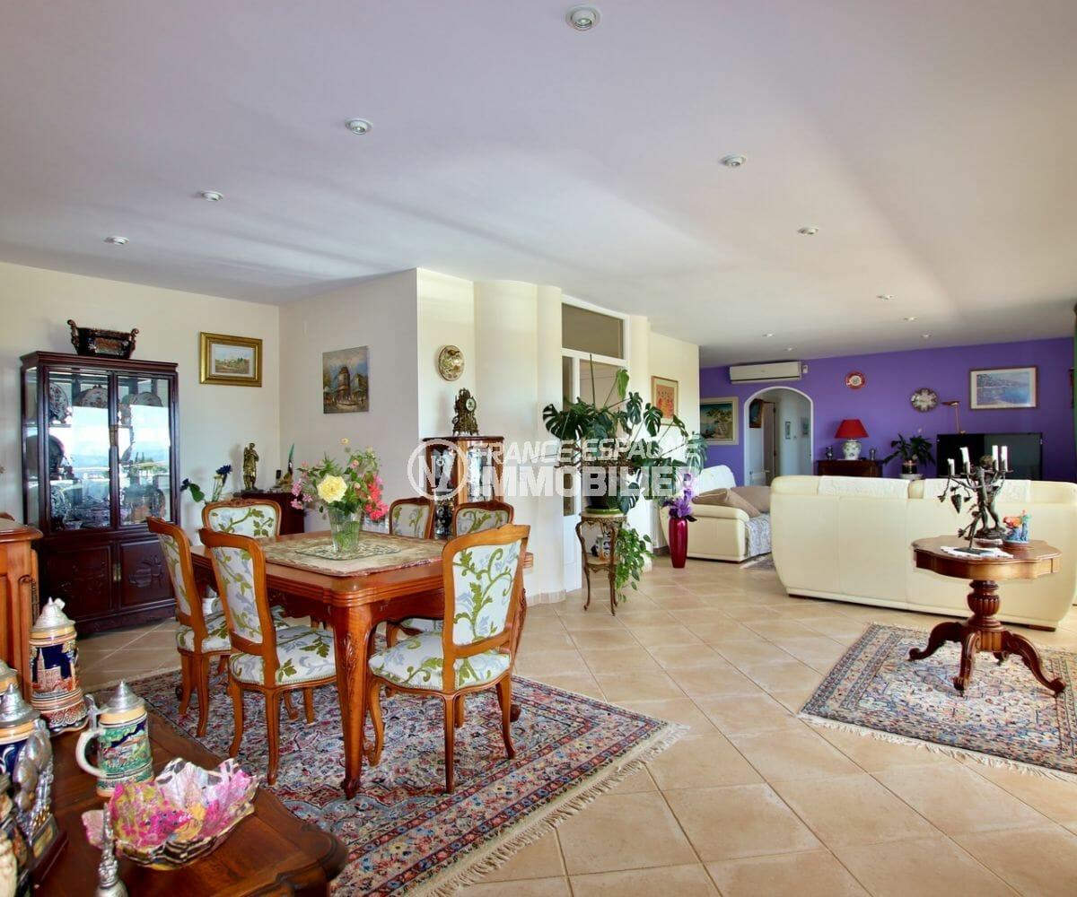 immobilier costa brava bord de mer: villa 300 m² à palau, séjour / salle à manger avec accès terrasse vue mer