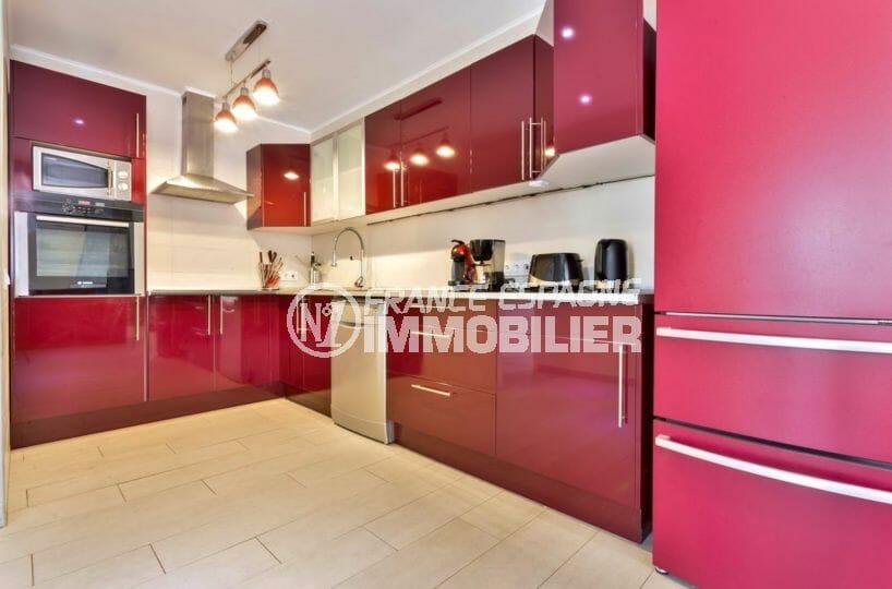 maison à vendre à empuriabrava, proche plage, cuisine indépendante équipée avec rangements