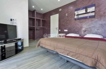 immobilier costa brava: villa piscine, suite parentale avec lit doule et rangements