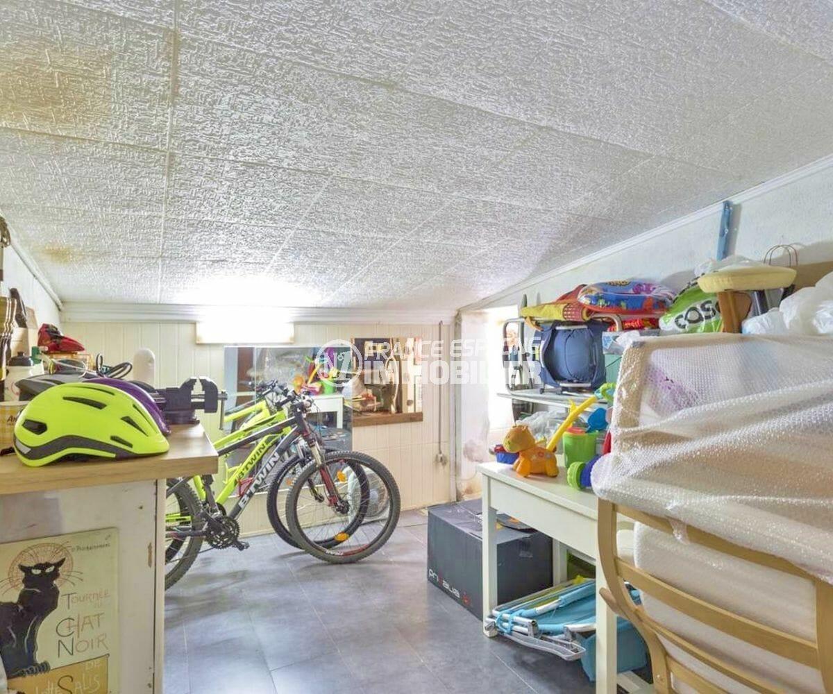 appartement a vendre empuriabrava avec amarre, aperçu de la cave privée