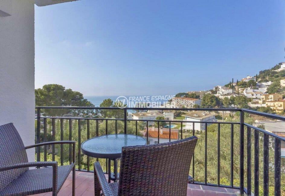 appartement a vendre rosas, cave, jolie vue mer depuis la terrasse