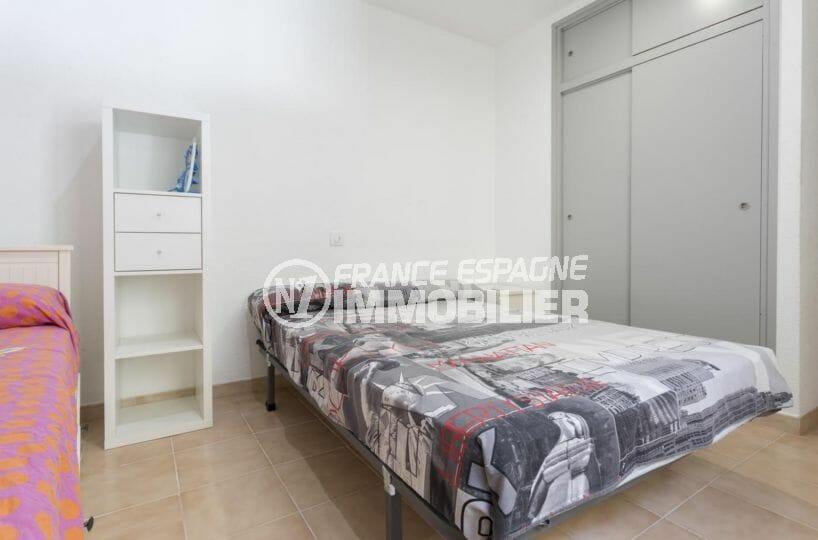 achat appartement rosas, rénové, deuxième chambre avec des placards
